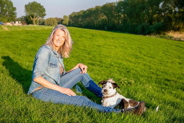 Enthousiaste Zoetermeerder Rebecca Steijger Pirata hond Buytenpark foto Patricia Munster